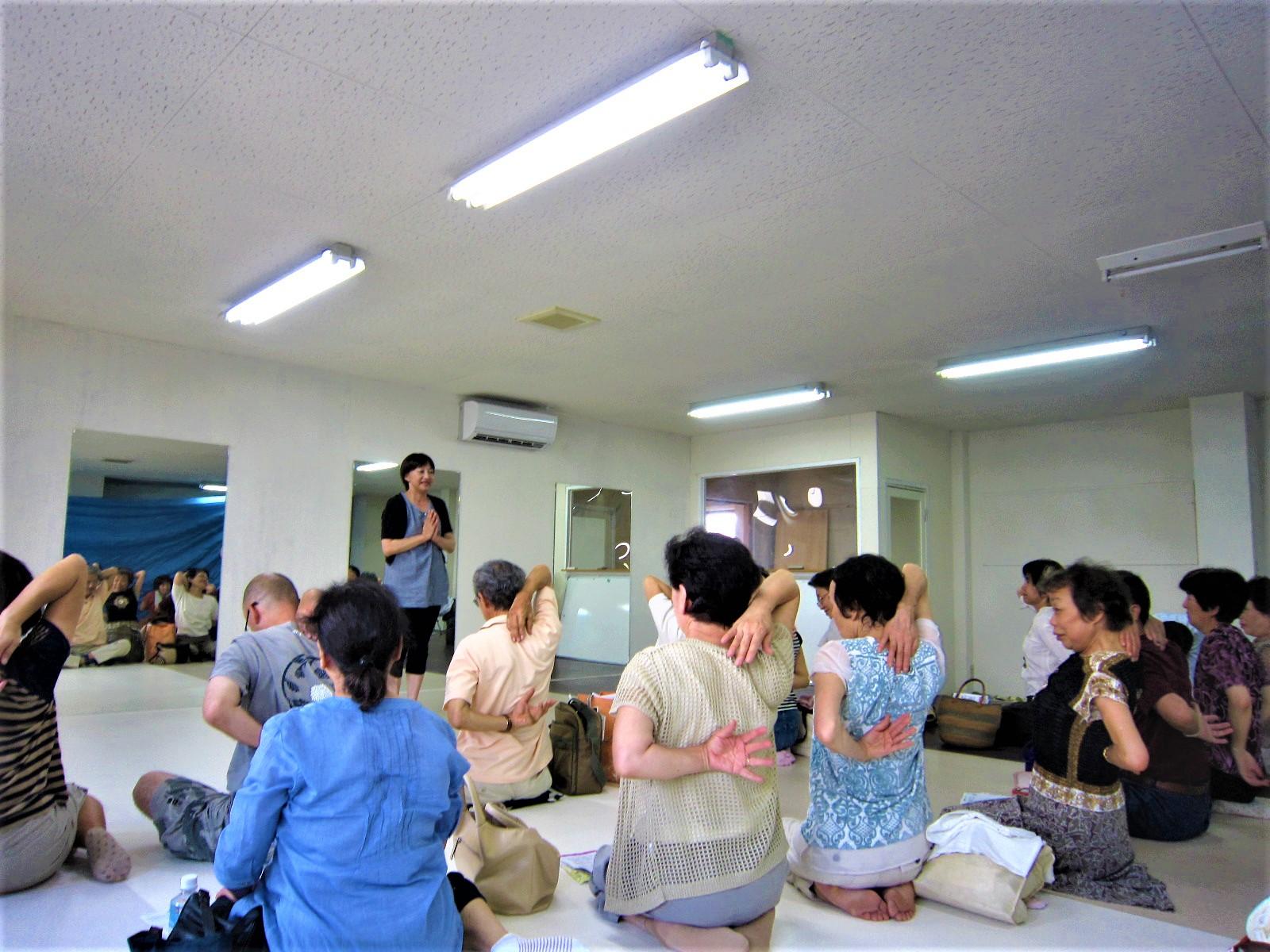 富山市の注文住宅レモンホームでのヨガ教室