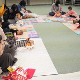富山市の注文住宅レモンホームでのベビマ教室の様子