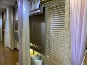 富山市の注文住宅の為のカーテン屋店内のカーテン