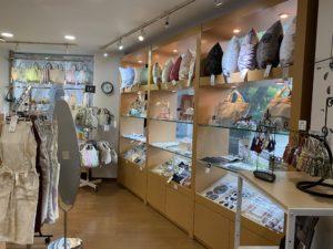富山市の注文住宅の為のカーテン屋店内画像