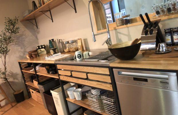 富山の注文住宅で人気の無垢材キッチン