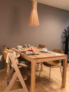 富山の注文住宅で人気の無垢材テーブル