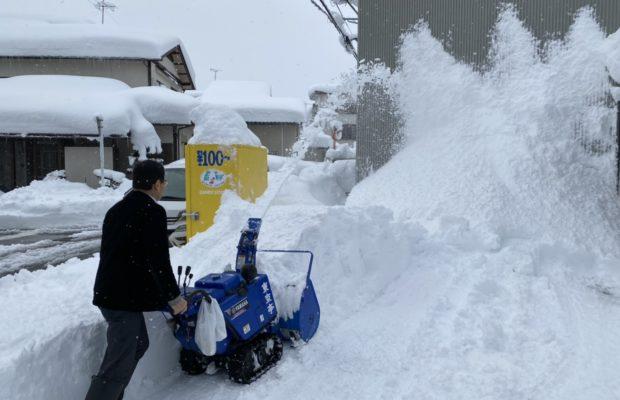 富山市の注文住宅の除雪の様子
