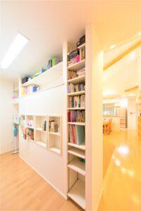 富山市の注文住宅のお片付け本棚