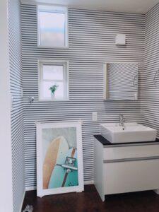 滑川市の注文住宅の爽やかな洗面所