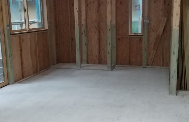 金沢市の注文住宅の床下地に抗酸化液の塗布